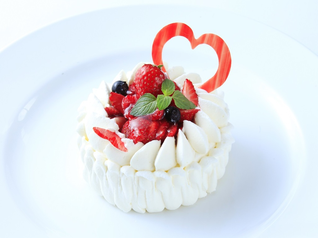 専属パティシエ特製ケーキで記念日を祝う。