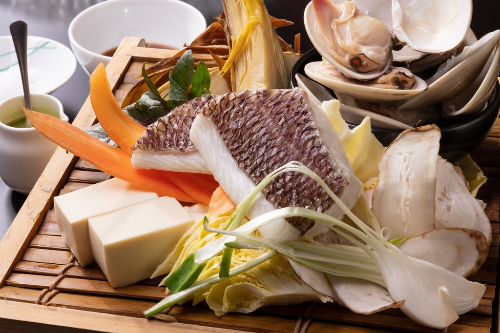 真鯛と蛤の旨味を凝縮した蒸篭蒸し