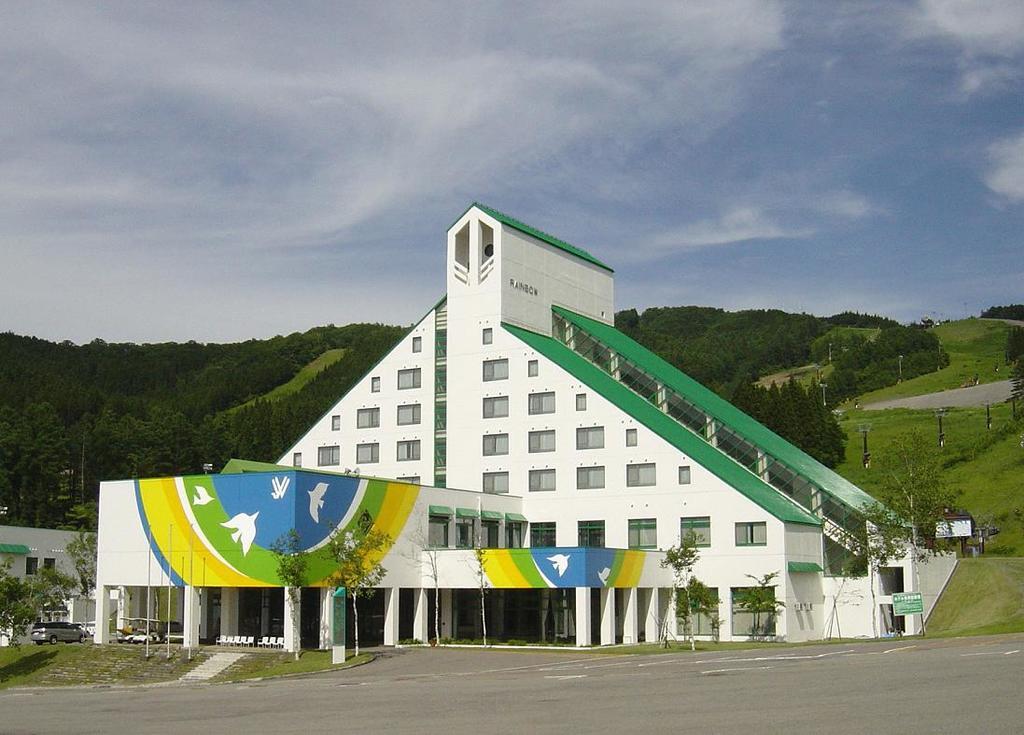 外観(夏) 爽やかな高原のホテルです