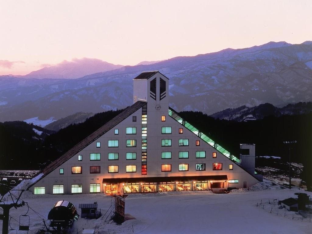 外観(冬) 鷲ヶ岳スキー場オフィシャルホテルです
