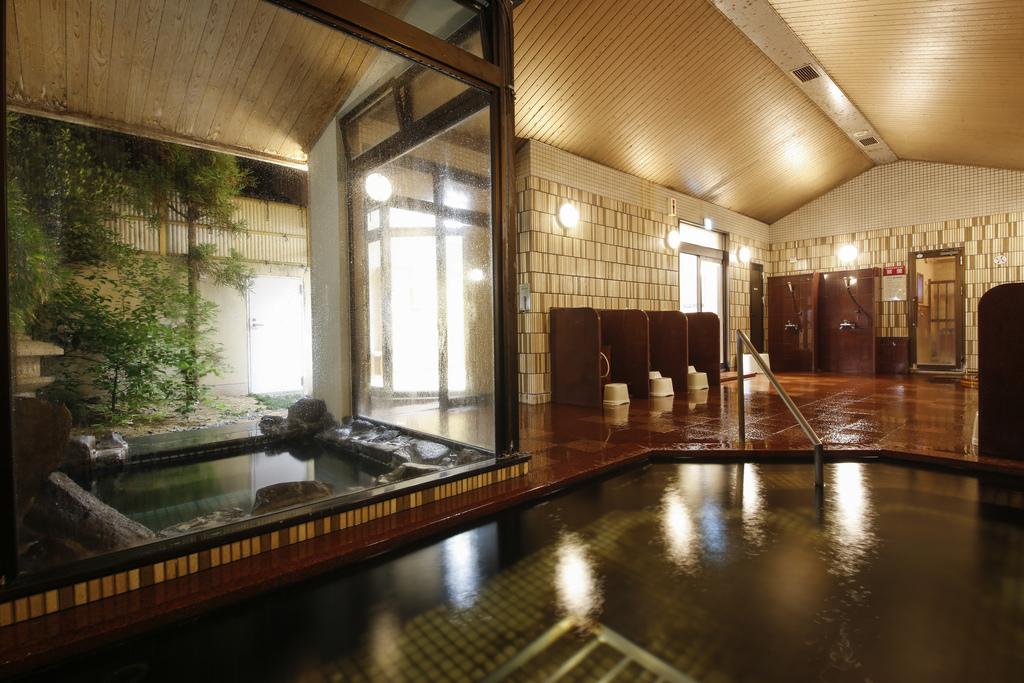 温泉は内湯、外湯ともに天然温泉。