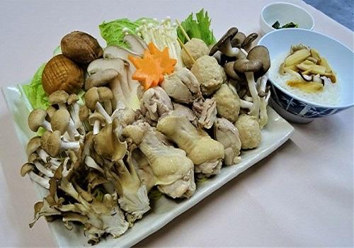 鶏肉とキノコの鍋イメージ