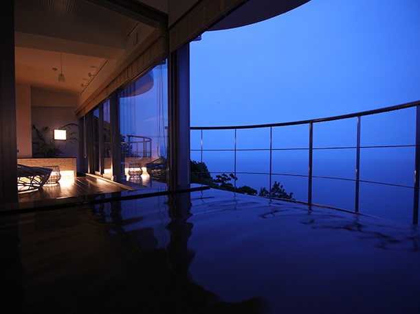 マジックアワーの客室天空風呂
