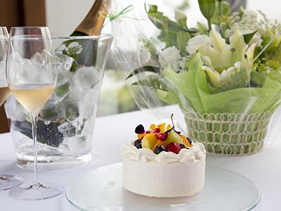 お祝いのお花、ケーキまでもインクルーシブ♪