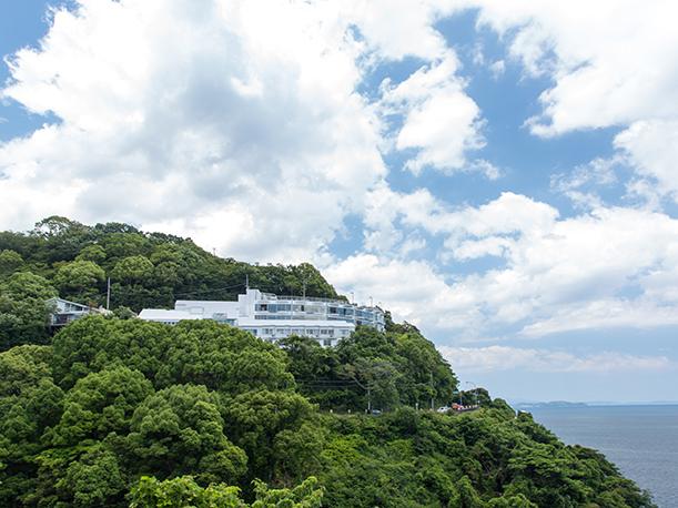 煌く水平線を望む絶景の天空宿「ホテルふたり木もれ陽」