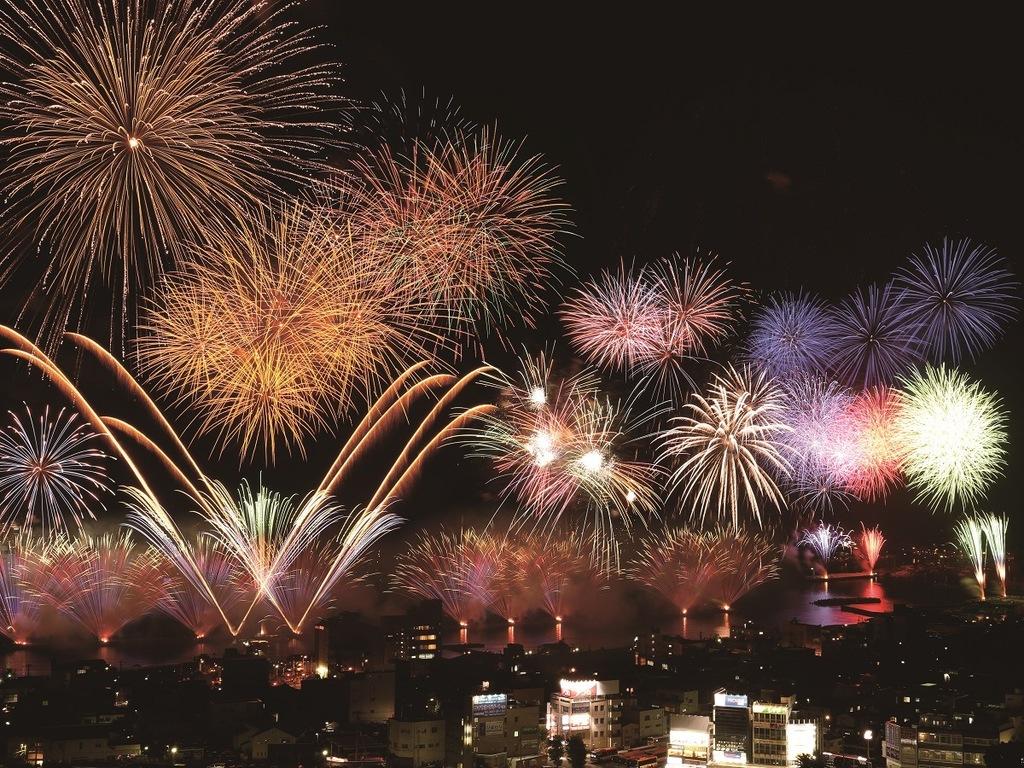 夏の伊東を彩る花火をお愉しみ頂けます ※写真は一例