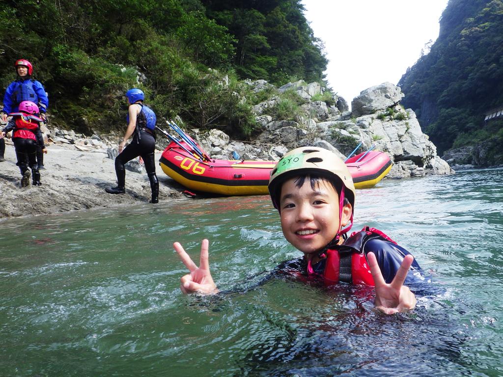 普段出来ない水遊びで最高の笑顔