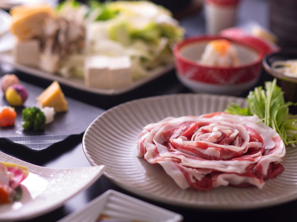 芳醇な味噌の香り広がる里山ぼたん鍋料理(イメージ)