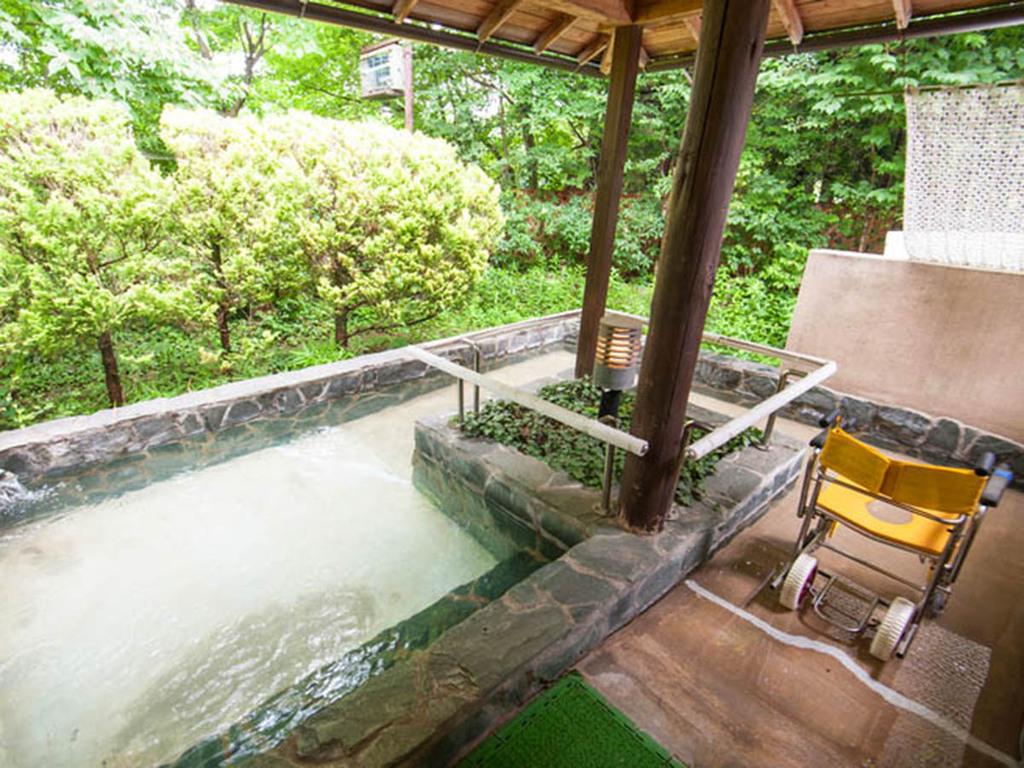 ・車イスで入浴ができる貸切の露天風呂(2)
