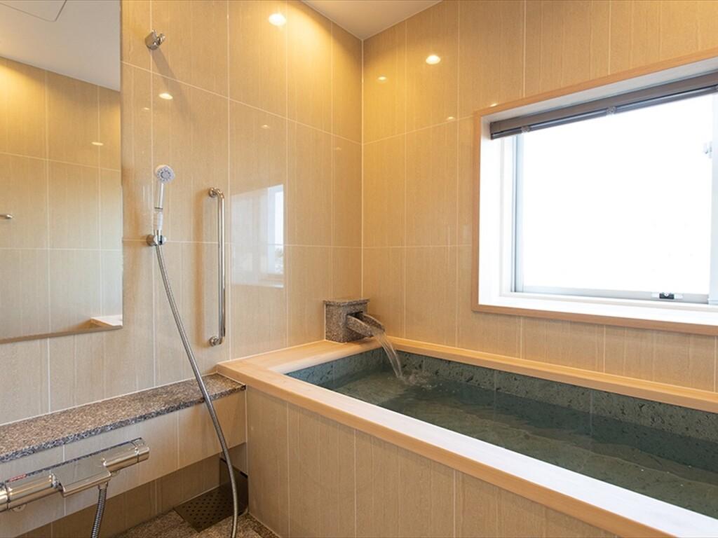 <2021年3月リニューアル!>41平米のお部屋に、松江しんじ湖温泉の温泉内風呂を設置した新しい客室です。
