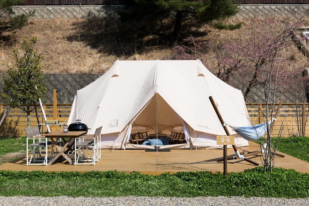4〜6名グループにぴったりの広々テント