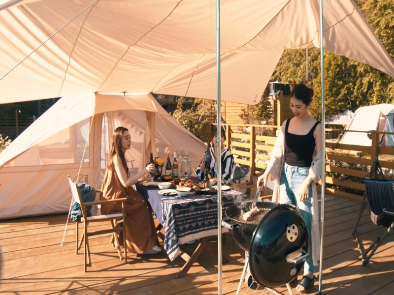 6名様までのグループにお勧め。ゴロ寝タイプで寛げる、フリースペースが広めのテント。