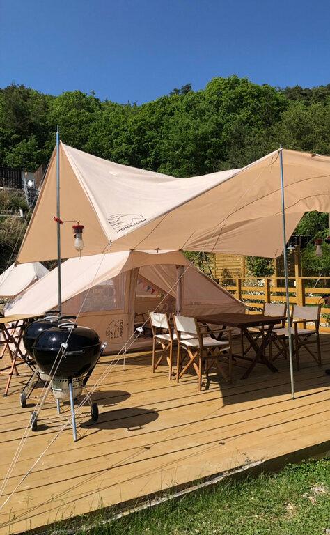 6名様までのグループ利用にお勧め。ゴロ寝タイプでフリースペースの広いテント