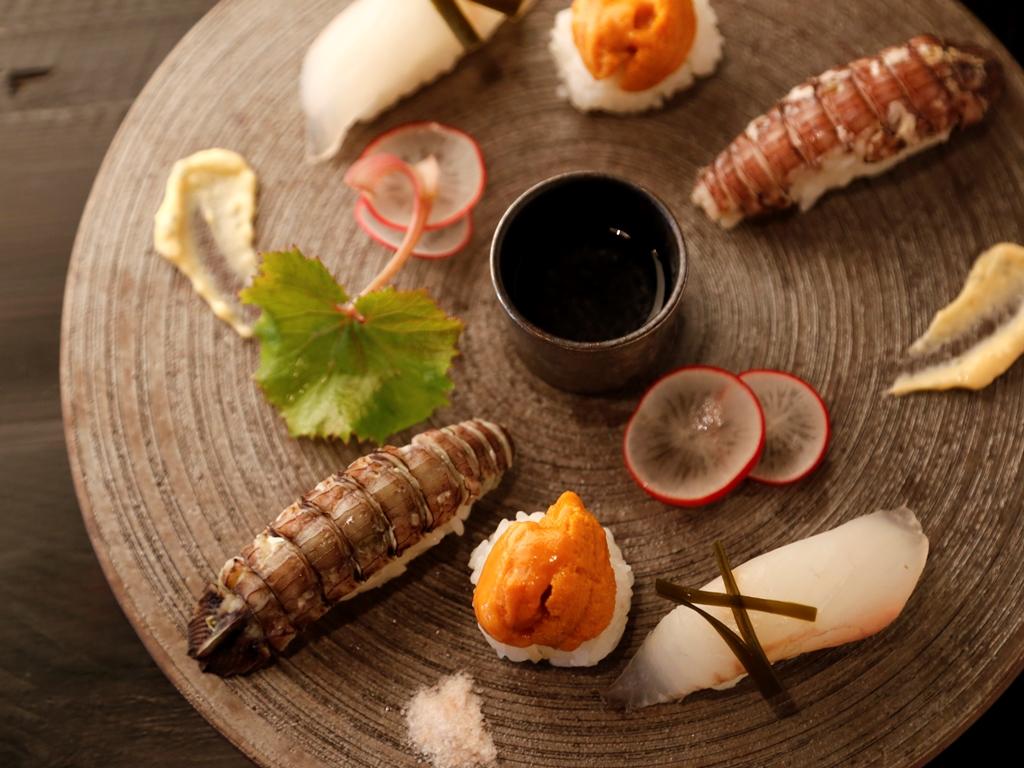 様々な食材が一つの皿の上で向き合い、四季を奏でる(写真はある日のお料理一例)。