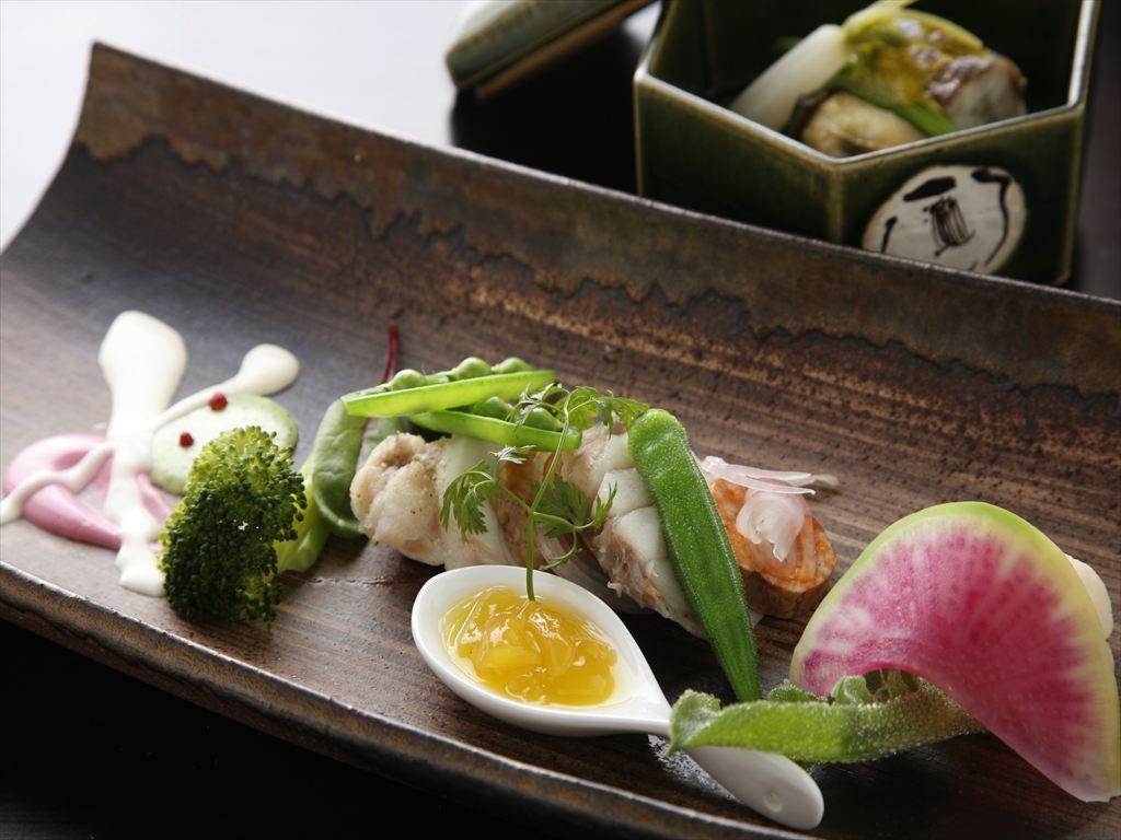 和食の調理人とフレンチのシェフが織りなす和洋を融合したオリジナル創作コースを(写真はイメージです)。