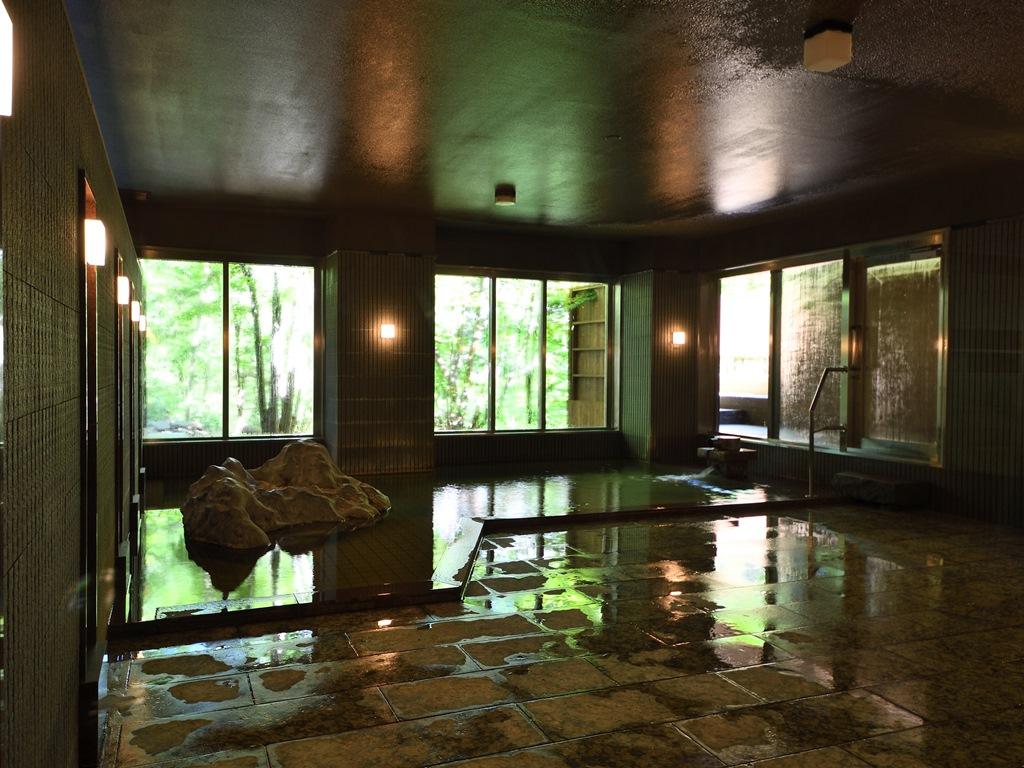 大浴場「川乃湯」。ご入浴時間は15時〜26時、6時〜22時です。