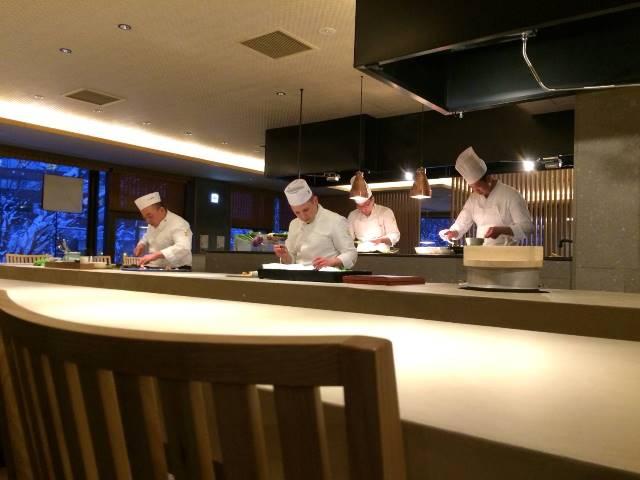 日本酒とお料理のペアリング。北海道の銘酒にあわせて、料理人たちが腕を振るいます。