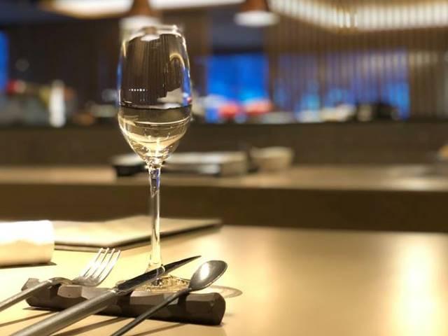 「日本酒プレミアムセレクトプラン」。どんな一杯に出会えるか、愉しみにお越しくださいませ。