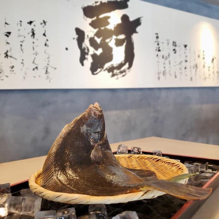 北海道の旬の食材を厳選。3月は「松皮鰈」もお愉しみくださいませ。
