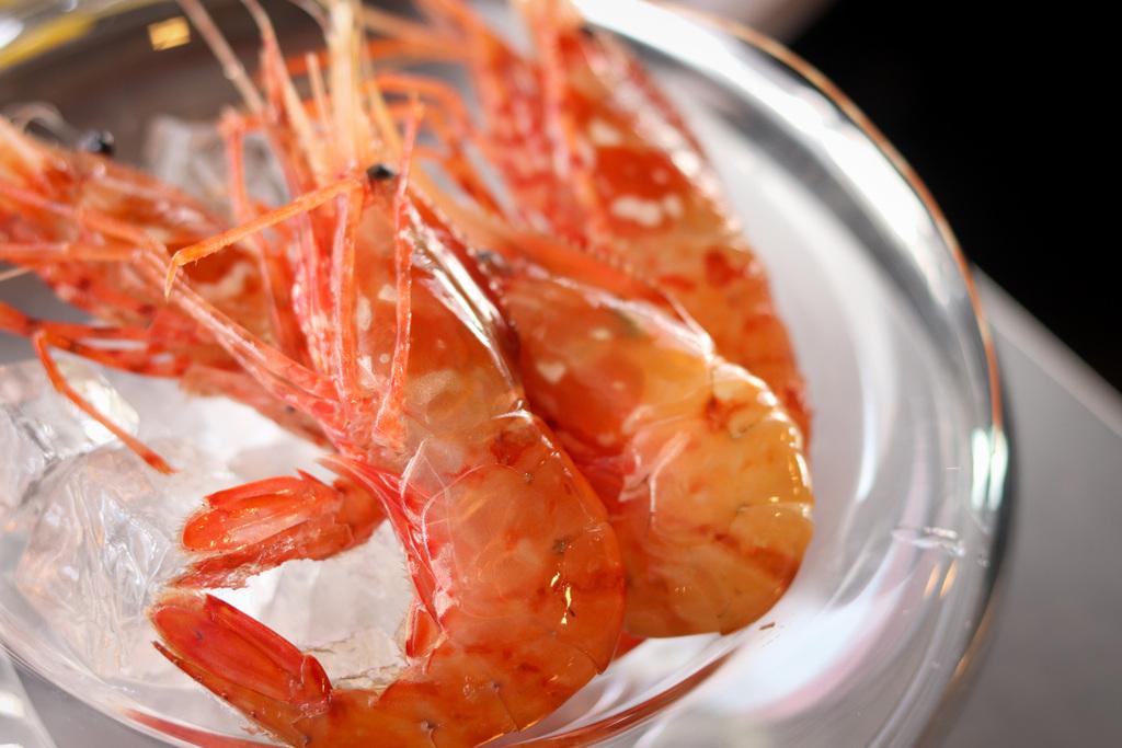北海道の旬の食材を厳選。4月は「牡丹海老」もお愉しみくださいませ。