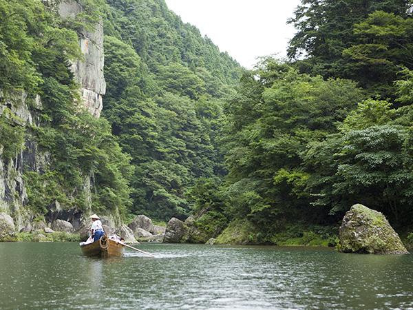 鬼怒川の渓谷美と川下りを楽しむ