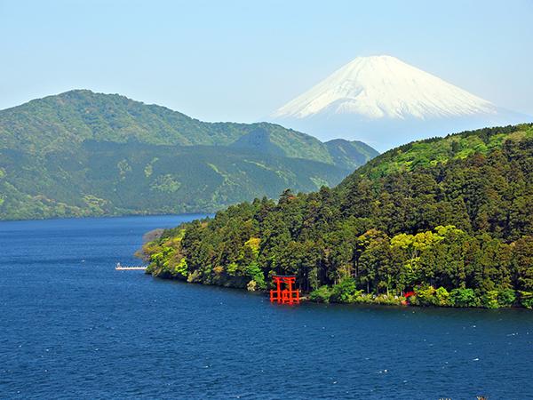 """箱根を実感できる場所""""芦ノ湖""""と""""富士山"""""""