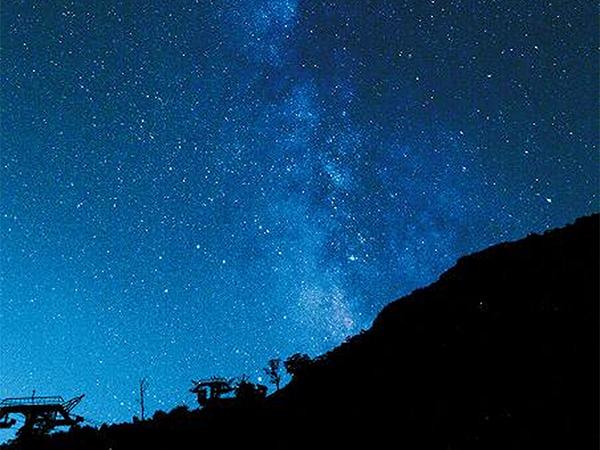 天空のナイトクルージング◇世界が認めたユネスコエコパークの星空と世界的アートの夢の競演