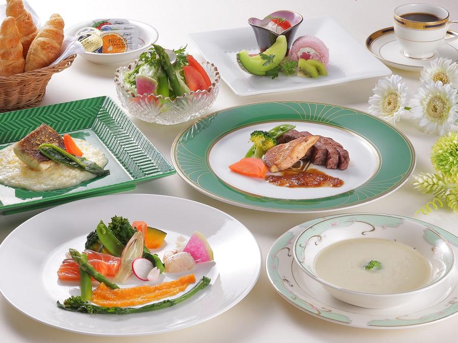 ご夕食は洋食フルコースをご堪能ください