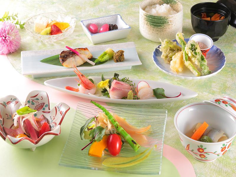 ご夕食は、当館基本『和食会席』(イメージ)