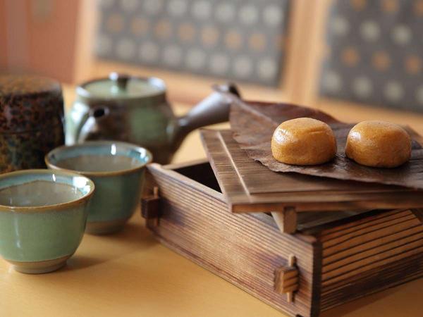 お部屋で蒸すオリジナル蒸し饅頭とお茶は、最高の組み合わせ♪