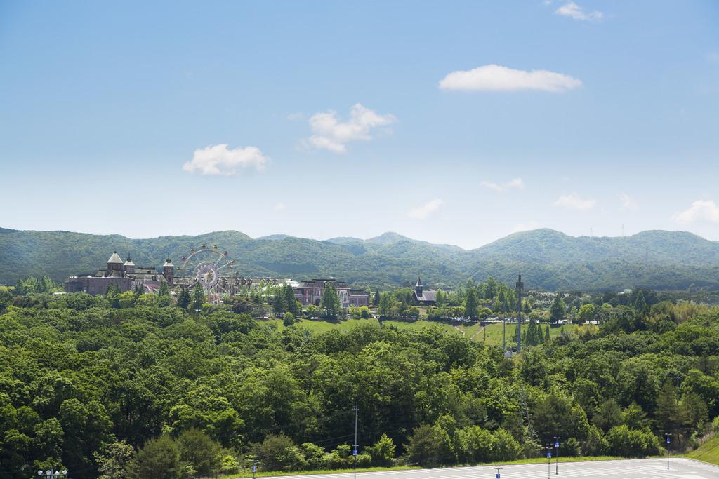 花と緑に囲まれた神戸の異国へようこそ