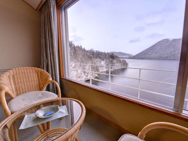 【新館】和室10畳(客室一例)都会の喧騒から離れ、心穏やかに自然と向き合う時間をお過ごし下さい。