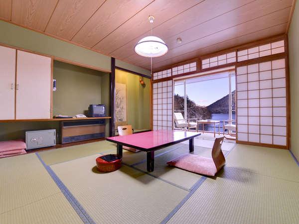 【本館】和室10畳(客室一例)美しい然別湖の景観を眺めながら、贅沢な時をお過ごし下さい。