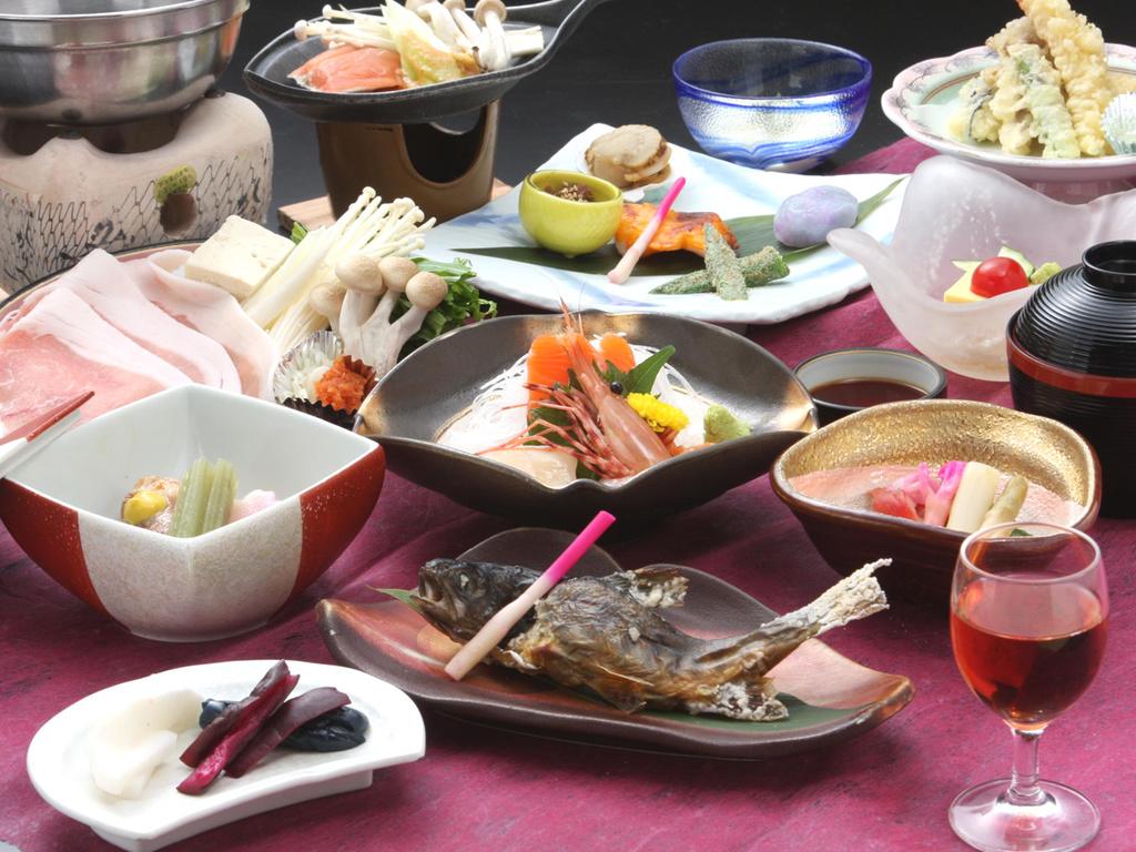 地元の幸をふんだんに使った和食膳をご堪能ください。