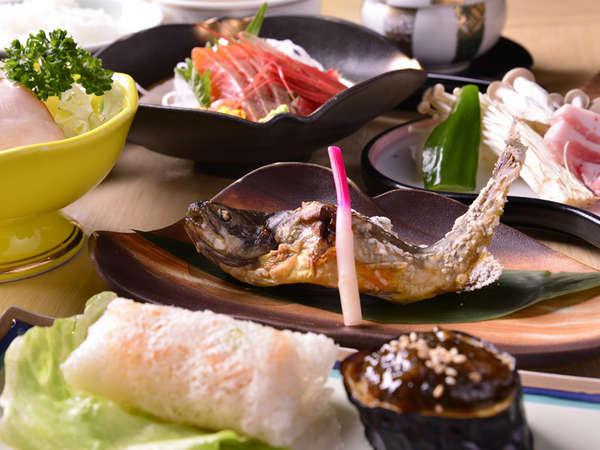 【夕食一例】然別湖山麓の湧水で育成されたオショロコマをはじめ、地場食材の山海の幸をご賞味下さい。