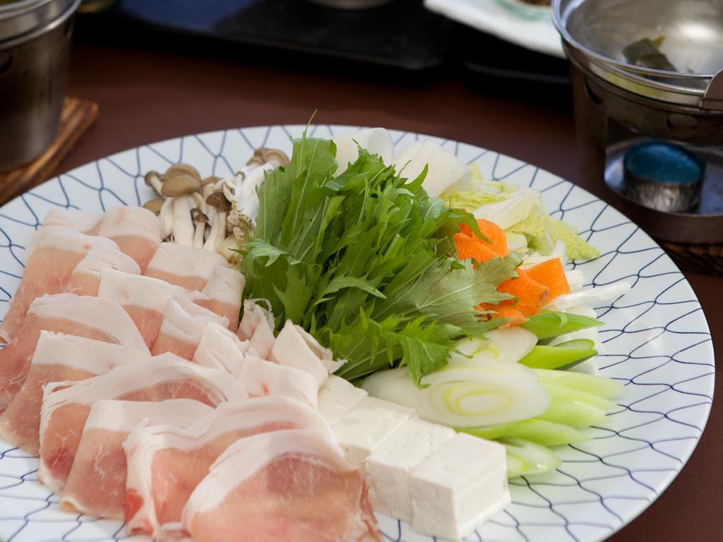 【豚しゃぶ膳】十勝産「白樺ポーク」と十勝の雄大な大地で育った「放牧豚」の旨みをしゃぶしゃぶで。