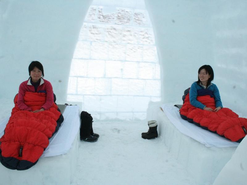 アイスロッジ/厳寒期用の寝袋の中は意外にも暖かい。