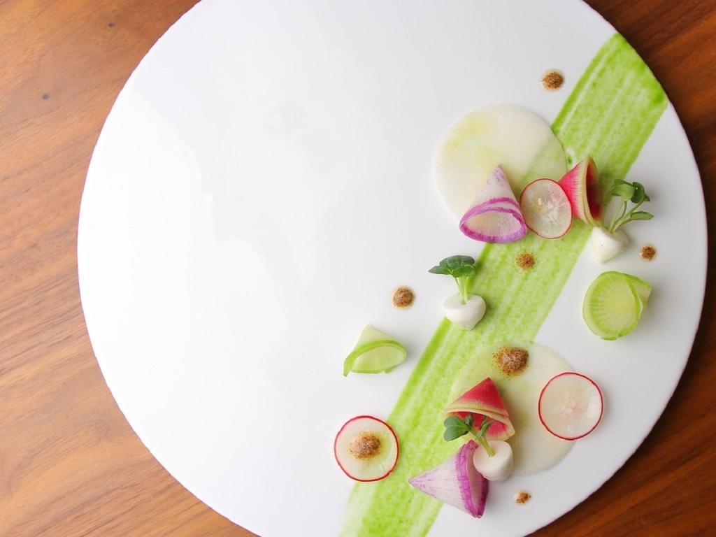 カブに見立てた根菜サラダ