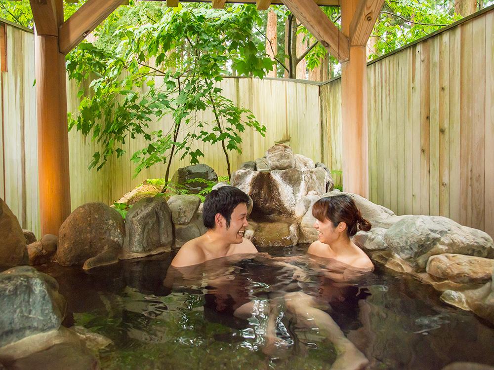 貸切露天風呂でプライベートなひと時を