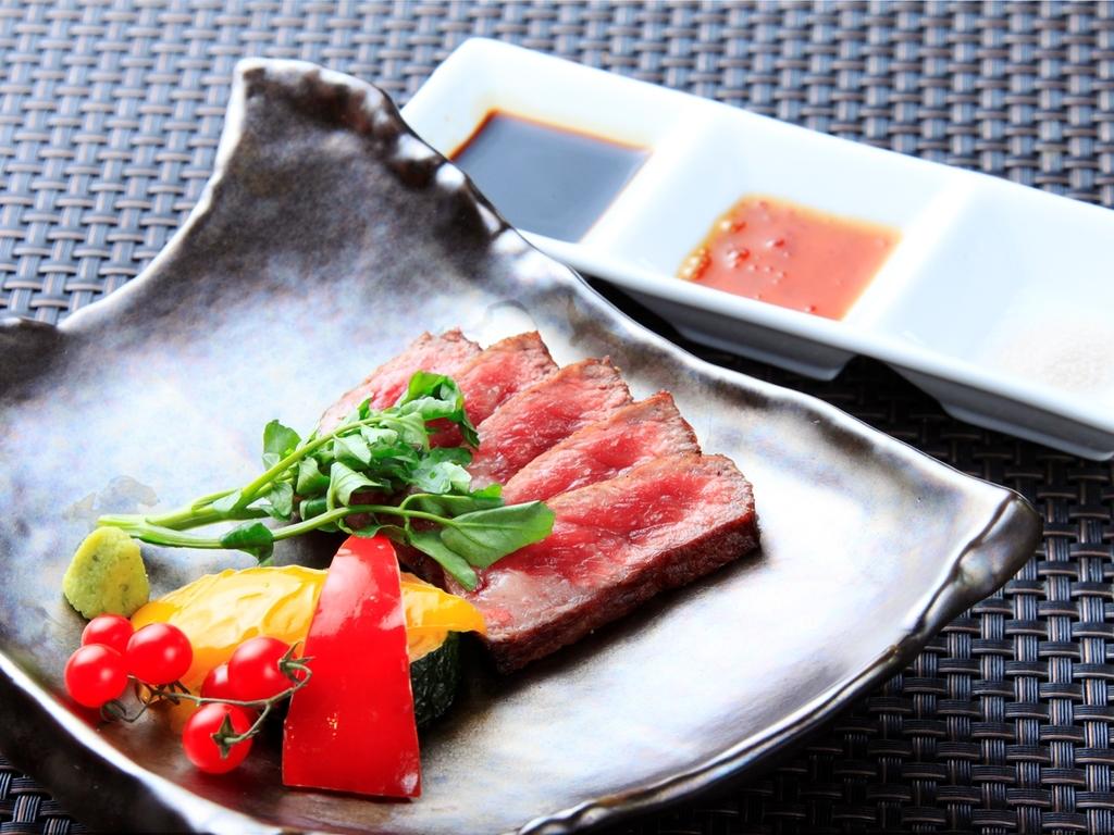 風雅流最上級会席「極」のメインはライブキッチンよりお届けする愛鷹牛フィレステーキ