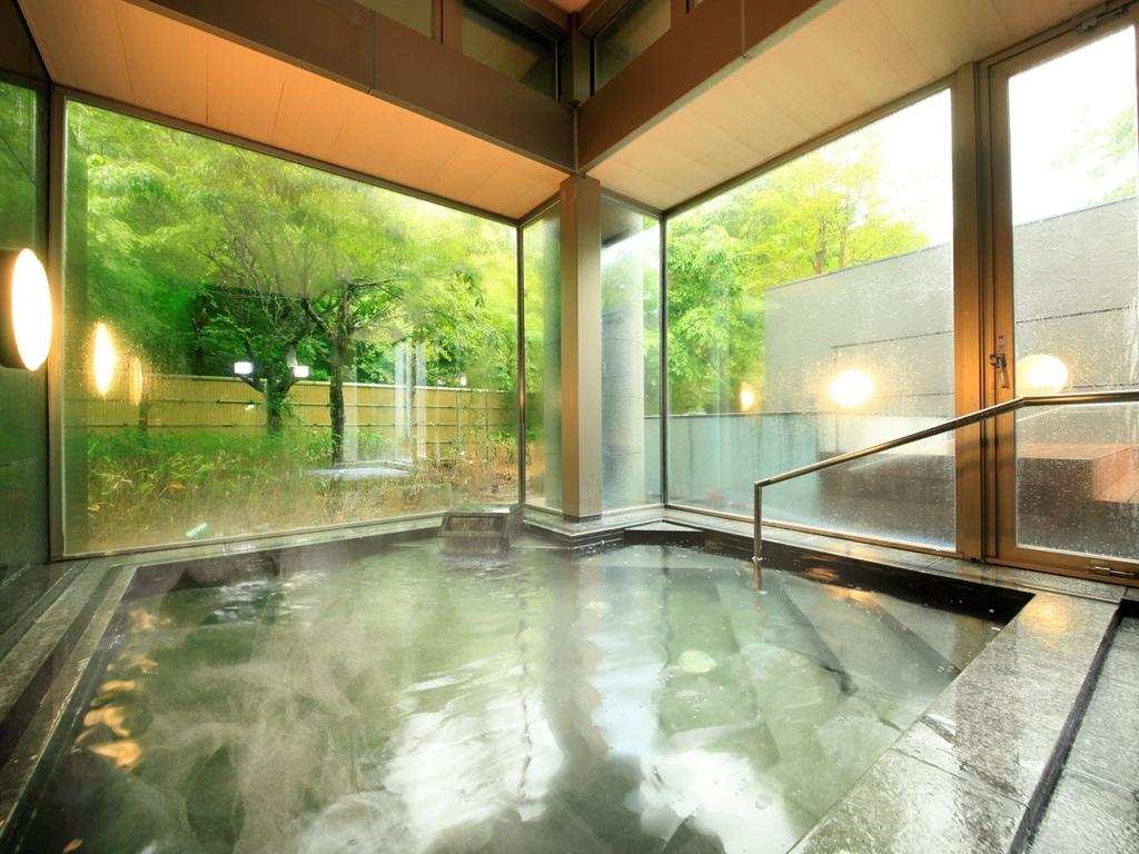 温泉大浴場でゆったりお寛ぎください