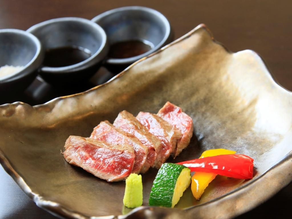 ライブキッチンからお届けする愛鷹牛サーロインステーキ