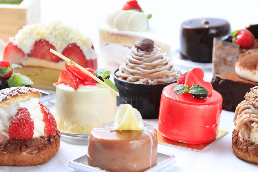 【カフェ・ド天翠】数々の受賞歴を持つ専属パティシエのケーキをお愉しみください。