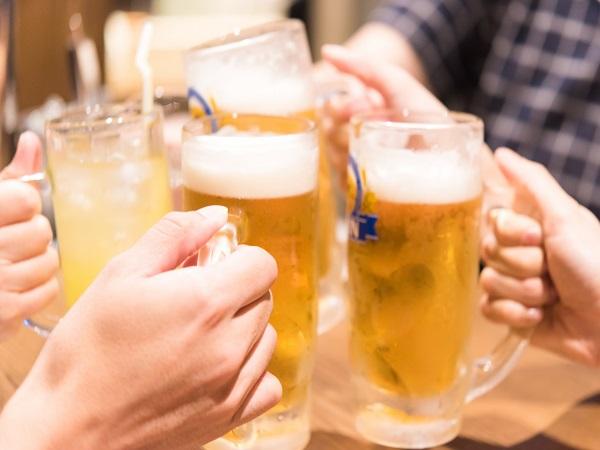 ビールにハイボール!みんなで乾杯♪ ※画像はイメージです。