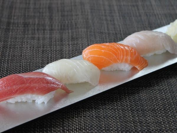 「握り寿司4貫」
