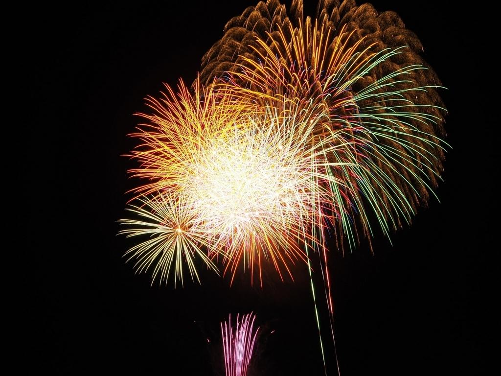 打ち上げ花火を眺めながらグランピング※写真はイメージです