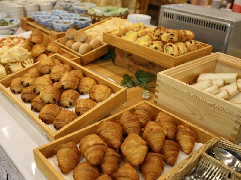 【朝食】一例 パンの種類が豊富♪
