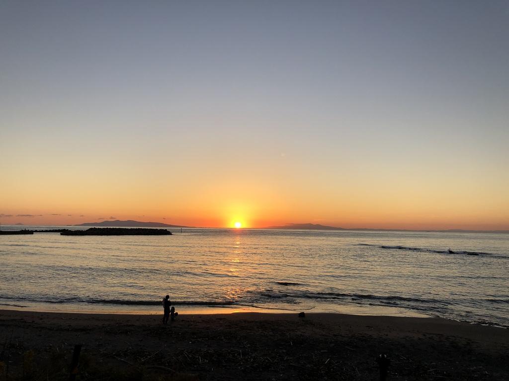 海岸からの夕日は絶景です!
