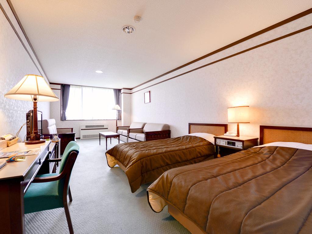 【洋室】モダンテイストのお部屋で機能性と快適性にもすぐれた心落ち着く空間となっております。