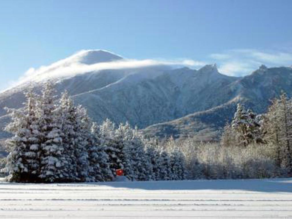 【パノラマ】日本百名山にも選定されている八幡平の山は雪をかぶってもなお、その雄大な美しさを見せてくれます。